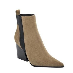 ISO Kendall & Kylie Chelsea bootie